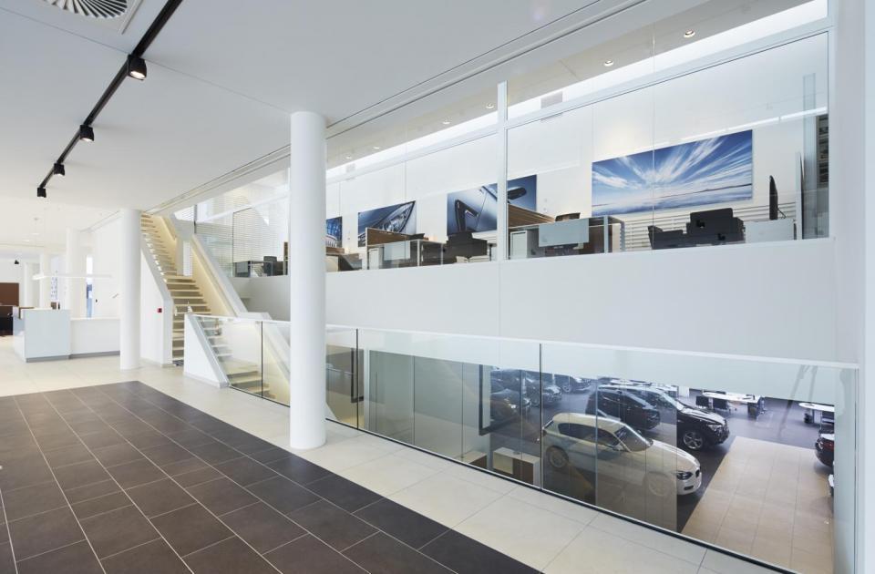 BMW Van Osch hasselt gebouwd door bouwbedrijf Mathieu Gijbels interieur inspiratie
